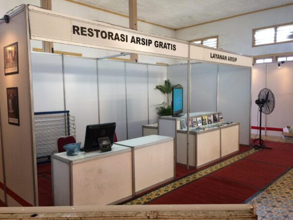booth standar pameran